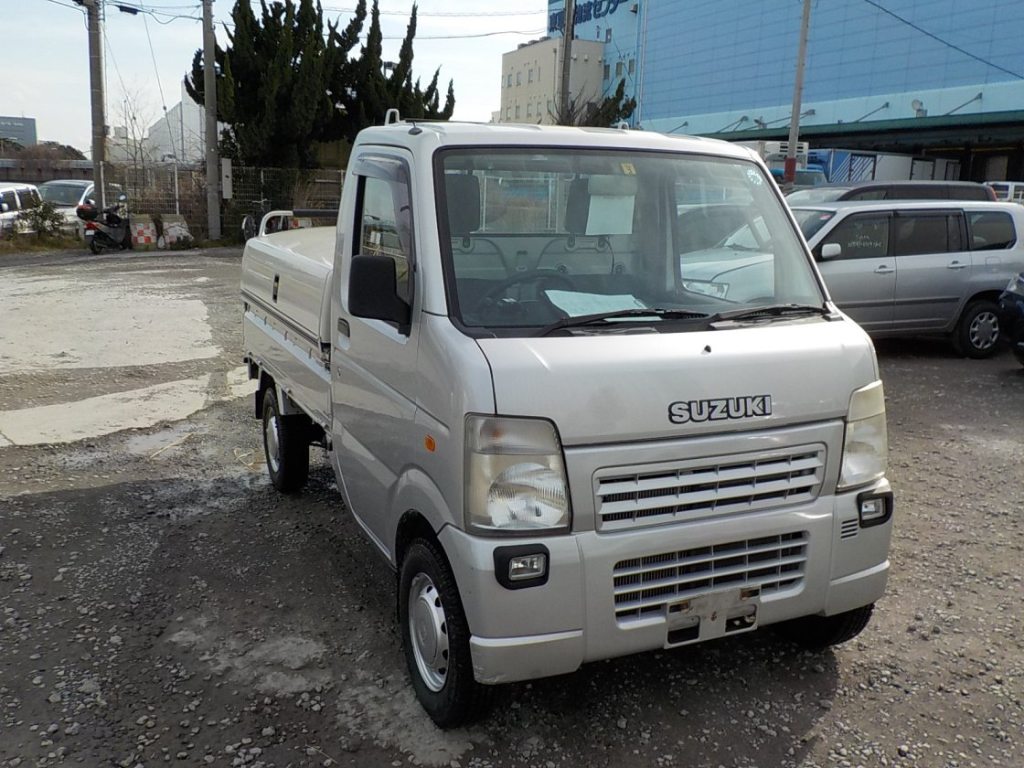 It is a picture of the silver suzuki carry truck in 2008,First Photo Stock No.Y021676