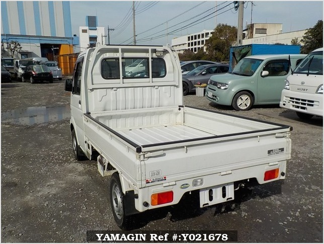 It is a picture of the white suzuki carry truck in 2003,Sub Photo 3 Stock No.Y021678