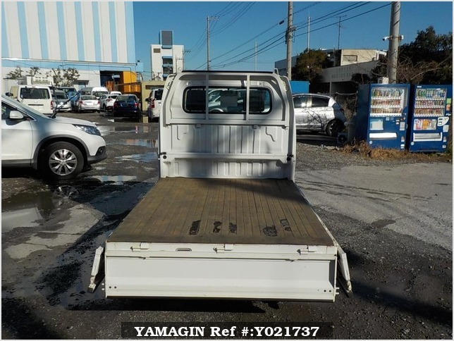 It is a picture of the white suzuki carry  truck in 2003,Sub Photo 4 Stock No.Y021737