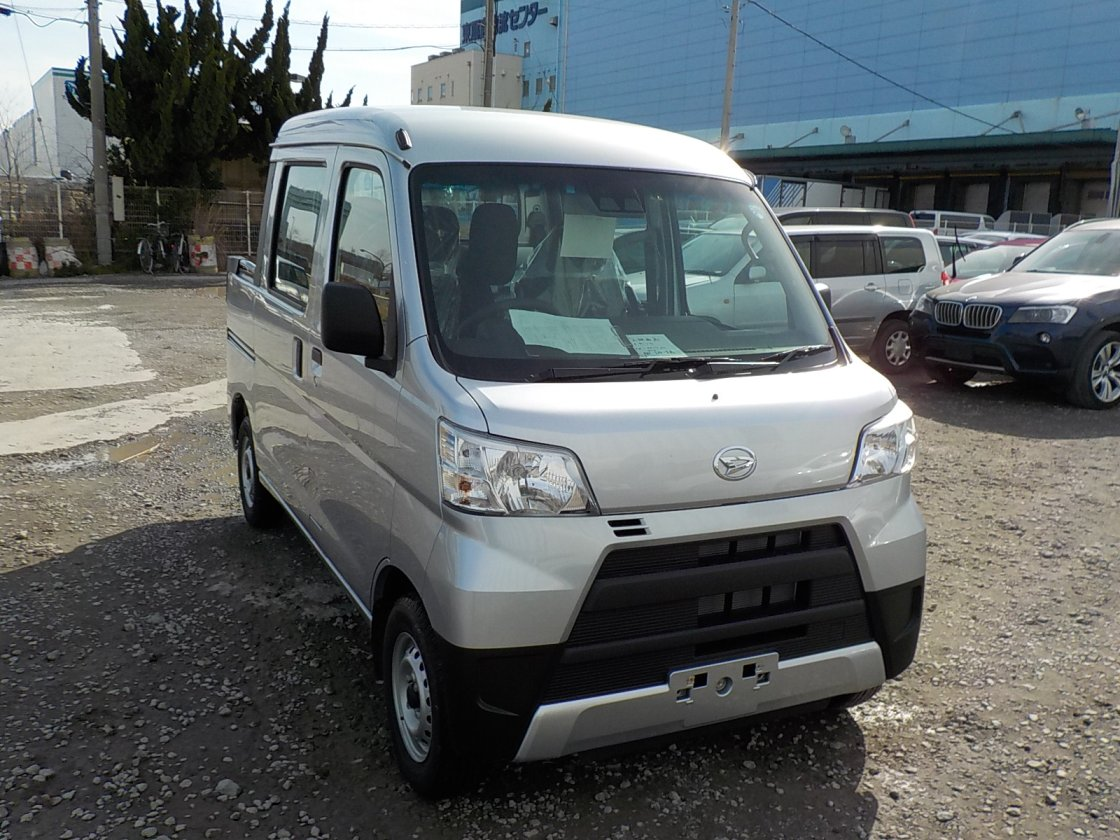 It is a picture of the silver daihatsu hijet deck van in 2018,First Photo Stock No.Y021800