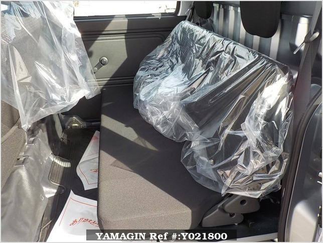 It is a picture of the silver daihatsu hijet deck van in 2018,Sub Photo 11 Stock No.Y021800