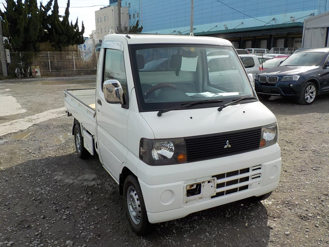 It is a picture of the white mitsubishi minicab truck in 2007,First Photo Stock No.Y021817