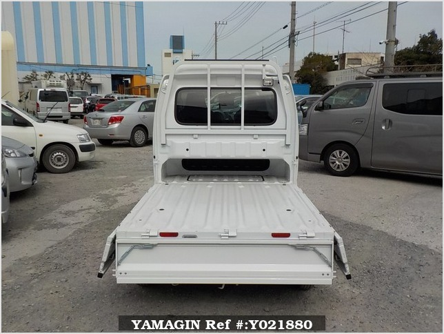 It is a picture of the white suzuki carry jumbo in 2018,Sub Photo 4 Stock No.Y021880