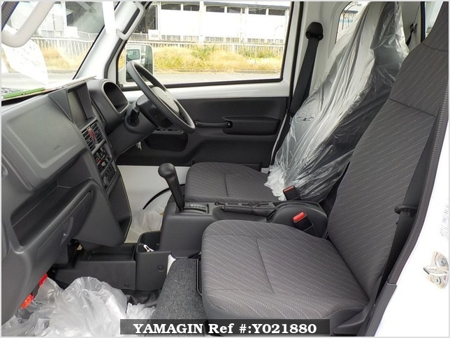 It is a picture of the white suzuki carry jumbo in 2018,Sub Photo 10 Stock No.Y021880
