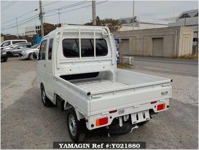 It is a picture of the white suzuki carry jumbo in 2018,Sub Photo 3 Stock No.Y021880