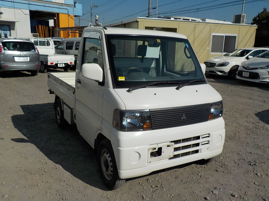 It is a picture of the white mitsubishi minicab truck in 2004,First Photo Stock No.Y021914