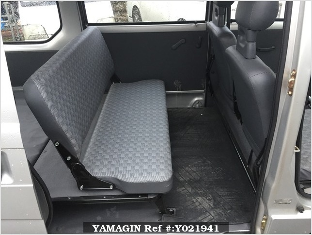 It is a picture of the silver subaru sambar passenger van in 1994,Sub Photo 6 Stock No.Y021941