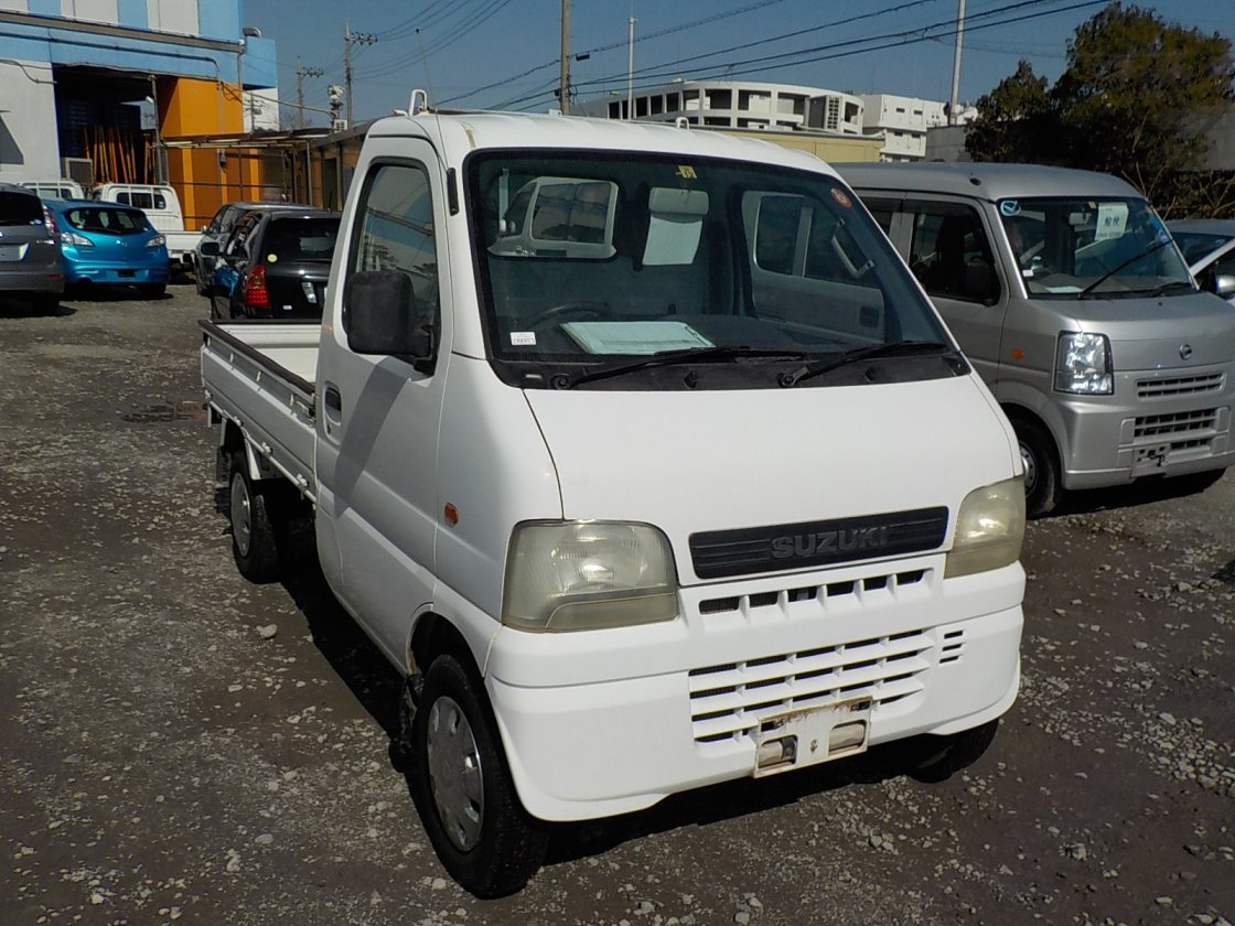 It is a picture of the white suzuki carry truck in 2001,First Photo Stock No.Y022004