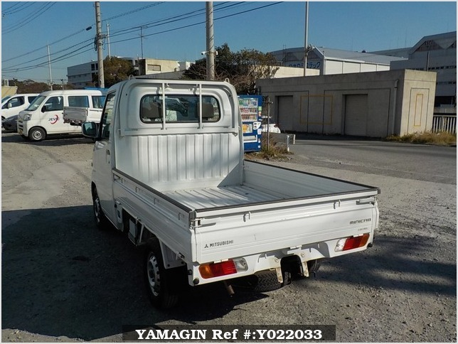 It is a picture of the white mitsubishi minicab truck in 2001,Sub Photo 3 Stock No.Y022033