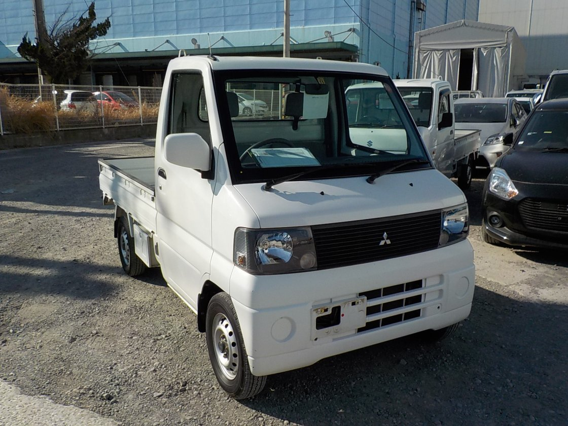It is a picture of the white mitsubishi minicab truck in 2001,First Photo Stock No.Y022033
