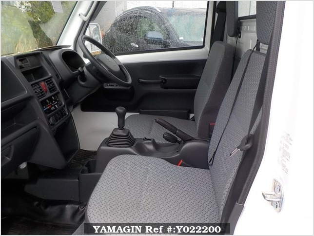 It is a picture of the white suzuki carry truck in 2017,Sub Photo 6 Stock No.Y022200