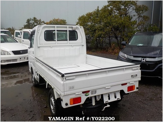 It is a picture of the white suzuki carry truck in 2017,Sub Photo 3 Stock No.Y022200