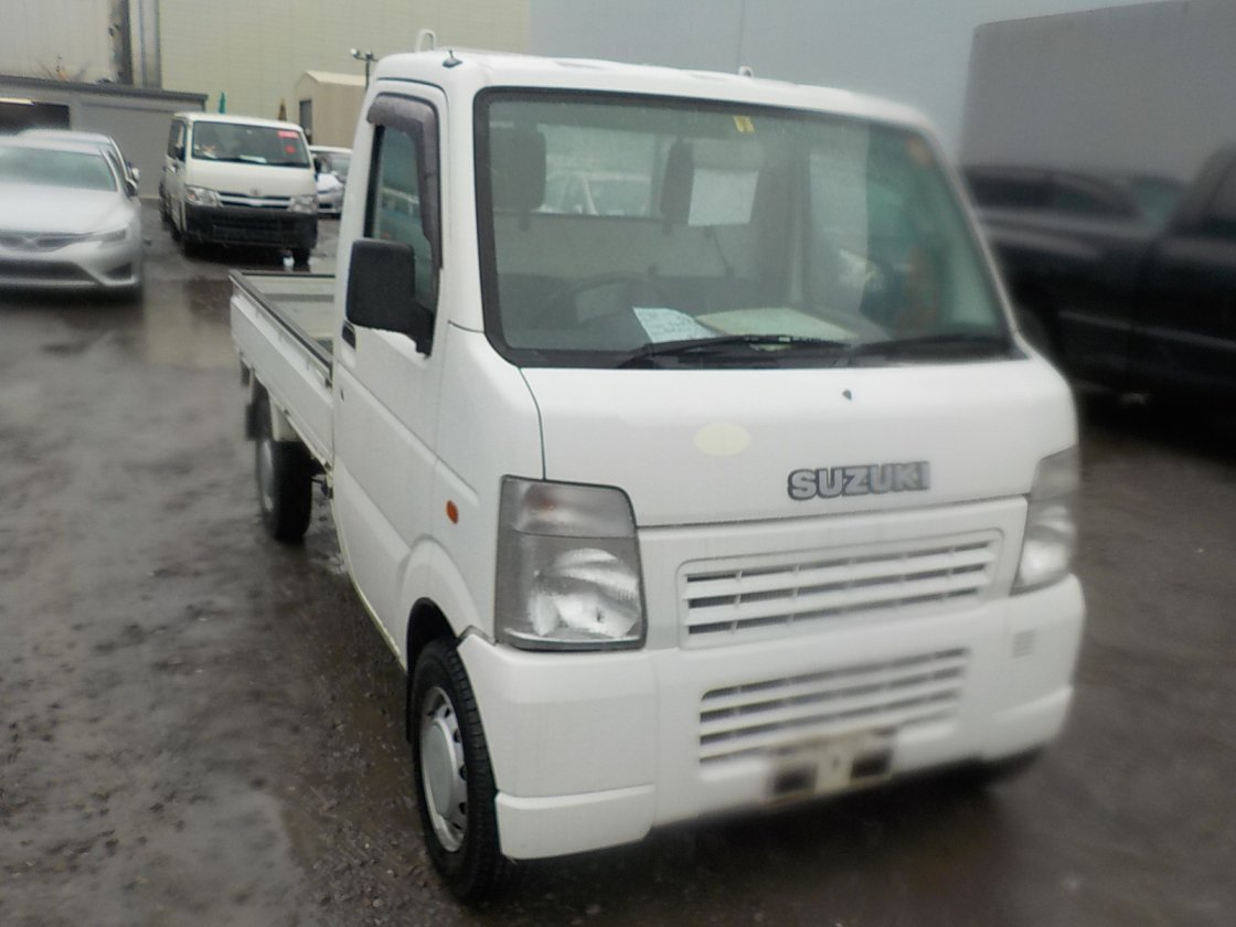 It is a picture of the white suzuki carry truck in 2005,First Photo Stock No.Y022207