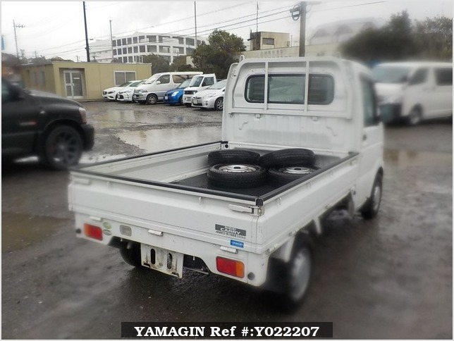 It is a picture of the white suzuki carry truck in 2005,Sub Photo 2 Stock No.Y022207