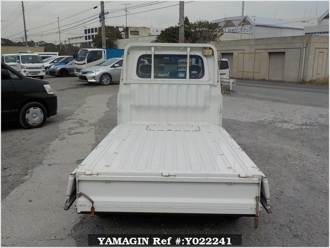 It is a picture of the white daihatsu hijet truck in 2005,Sub Photo 4 Stock No.Y022241