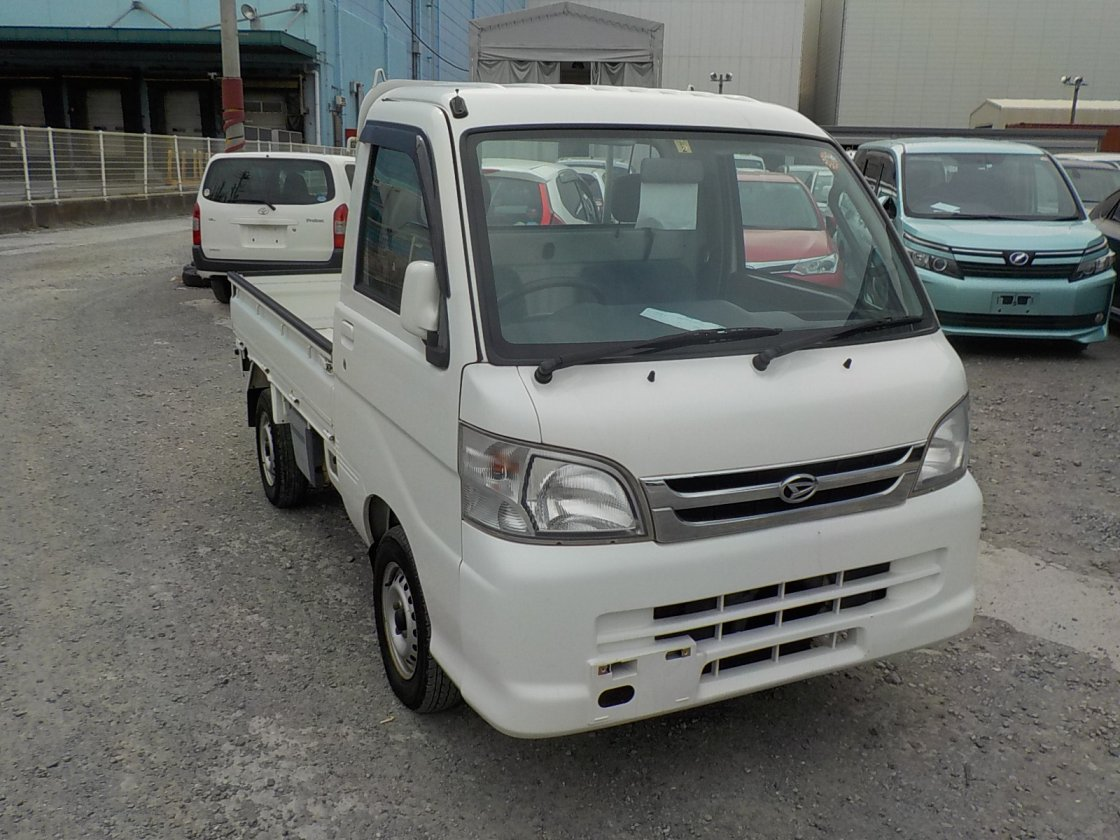 It is a picture of the white daihatsu hijet truck in 2005,First Photo Stock No.Y022241