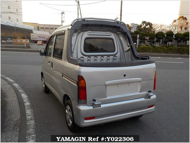 It is a picture of the silver daihatsu hijet  deck van in 2003,Sub Photo 3 Stock No.Y022306