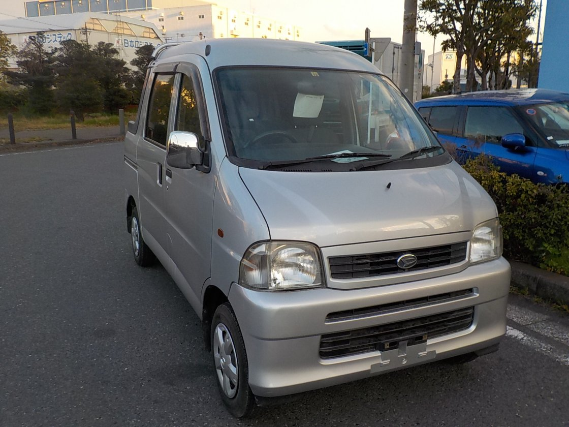 It is a picture of the silver daihatsu hijet  deck van in 2003,First Photo Stock No.Y022306