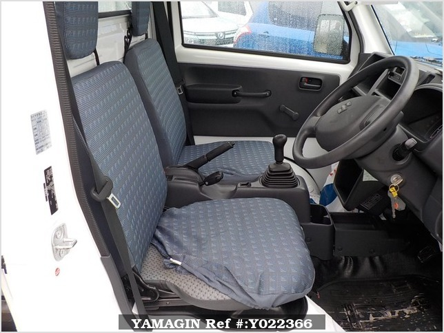 It is a picture of the white suzuki carry dump in 2014,Sub Photo 12 Stock No.Y022366