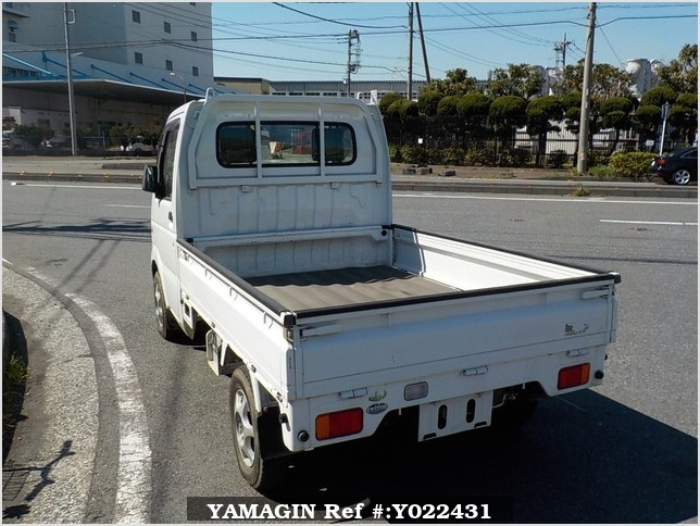 It is a picture of the white suzuki carry truck in 2005,Sub Photo 3 Stock No.Y022431