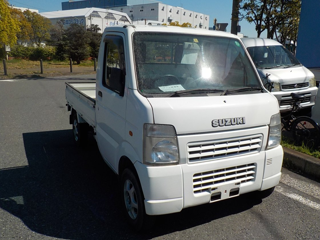 It is a picture of the white suzuki carry truck in 2005,First Photo Stock No.Y022431