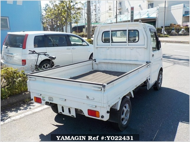 It is a picture of the white suzuki carry truck in 2005,Sub Photo 2 Stock No.Y022431