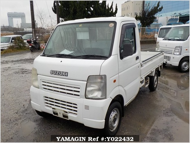 It is a picture of the white suzuki carry truck in 2003,Sub Photo 1 Stock No.Y022432