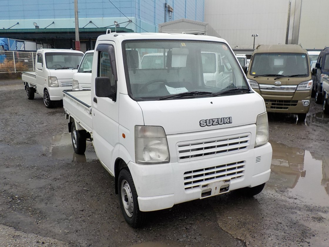 It is a picture of the white suzuki carry truck in 2003,First Photo Stock No.Y022432