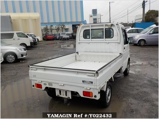 It is a picture of the white suzuki carry truck in 2003,Sub Photo 2 Stock No.Y022432