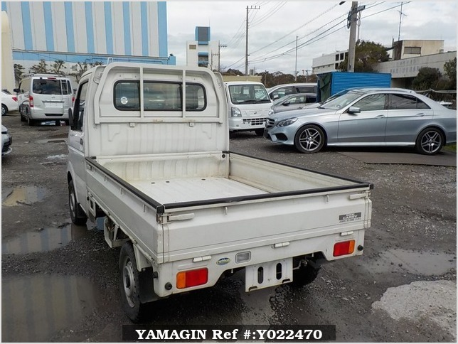 It is a picture of the white suzuki carry truck in 2003,Sub Photo 3 Stock No.Y022470