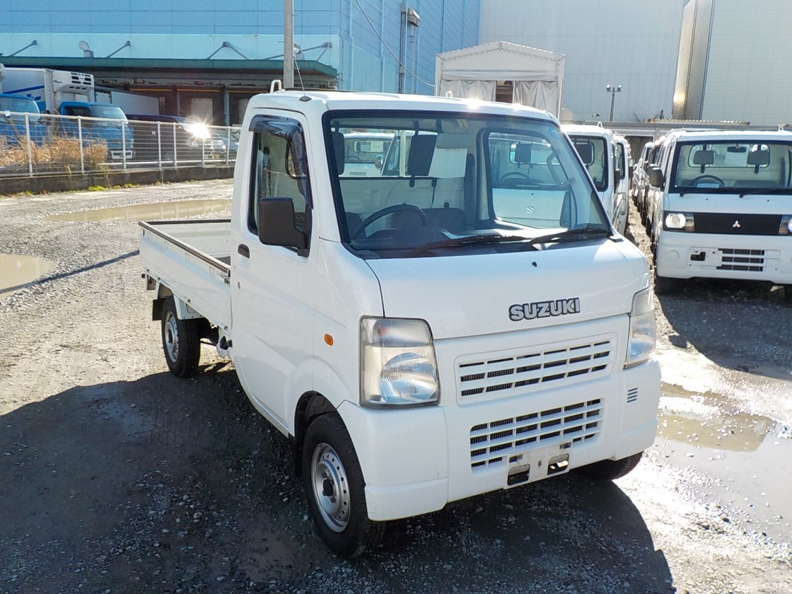 It is a picture of the white suzuki carry truck in 2006,First Photo Stock No.Y022478