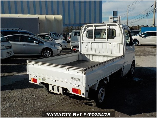 It is a picture of the white suzuki carry truck in 2006,Sub Photo 2 Stock No.Y022478