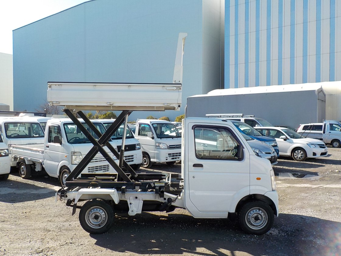 It is a picture of the white suzuki carry scissors dump in 2009,First Photo Stock No.Y022480