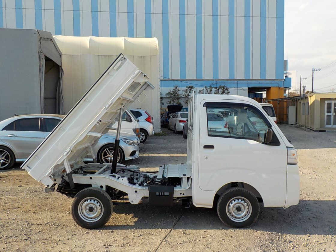 It is a picture of the white daihatsu hijet dump in 2019,First Photo Stock No.Y022509