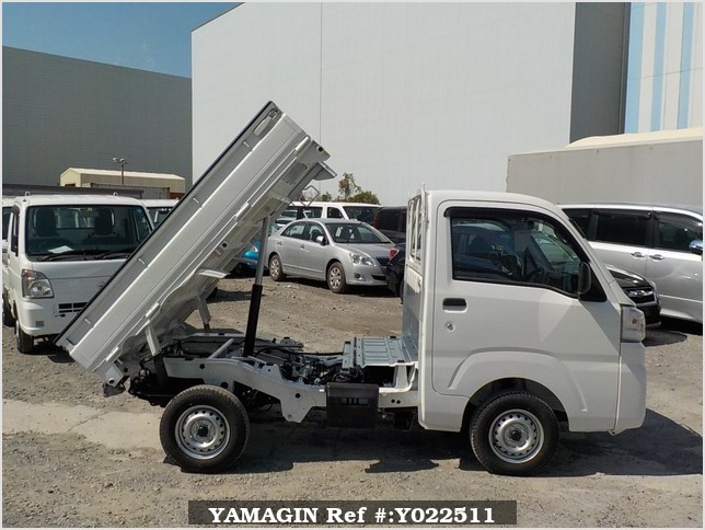 It is a picture of the white daihatsu hijet dump in 2019,Sub Photo 0 Stock No.Y022511