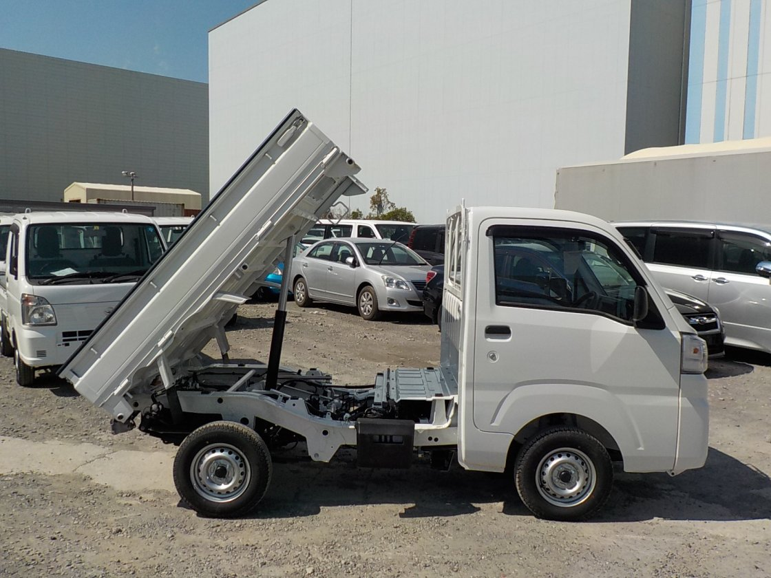 It is a picture of the white daihatsu hijet dump in 2019,First Photo Stock No.Y022511