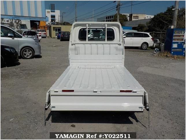 It is a picture of the white daihatsu hijet dump in 2019,Sub Photo 3 Stock No.Y022511