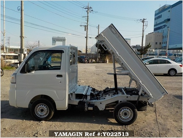 It is a picture of the white daihatsu hijet dump in 2019,Sub Photo 6 Stock No.Y022513