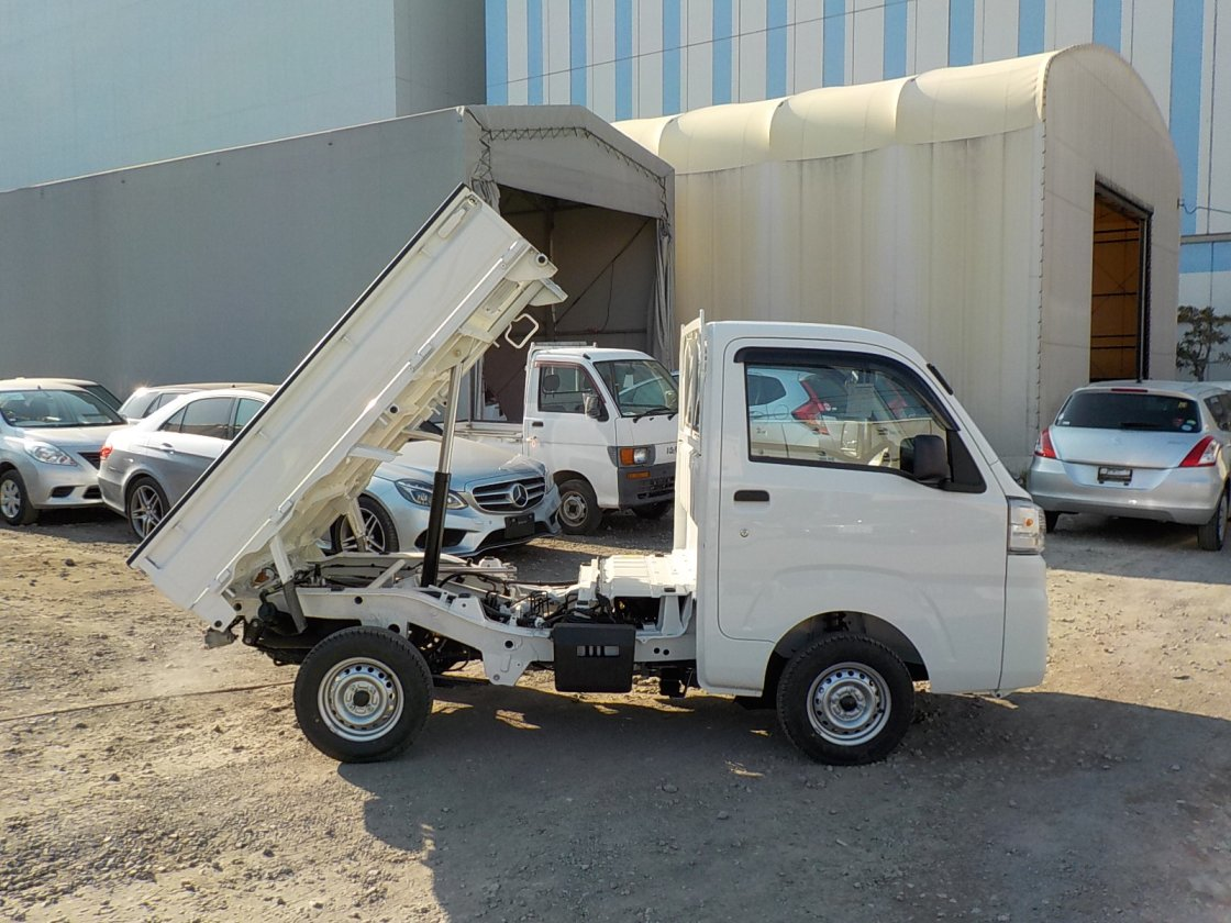 It is a picture of the white daihatsu hijet dump in 2019,First Photo Stock No.Y022514