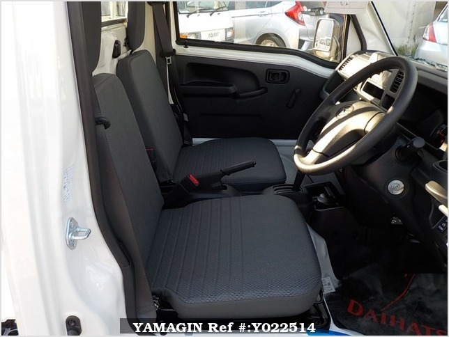 It is a picture of the white daihatsu hijet dump in 2019,Sub Photo 13 Stock No.Y022514