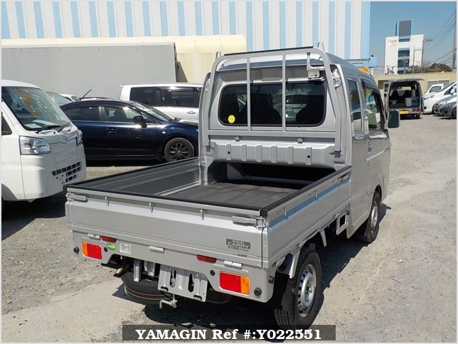It is a picture of the silver suzuki carry jumbo in 2018,Sub Photo 2 Stock No.Y022551