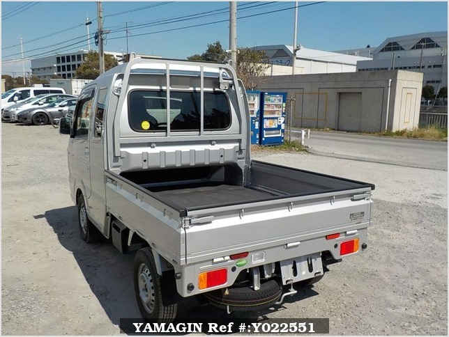 It is a picture of the silver suzuki carry jumbo in 2018,Sub Photo 3 Stock No.Y022551