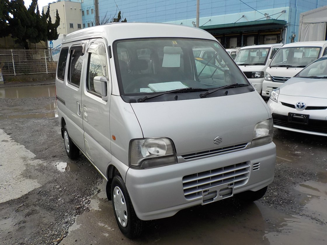 It is a picture of the silver suzuki every passenger van in 2002,First Photo Stock No.Y022560