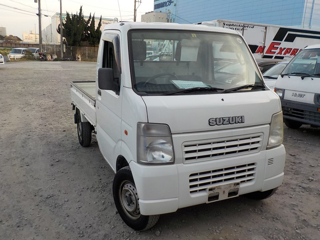 It is a picture of the white suzuki carry  truck in 2003,First Photo Stock No.Y022580