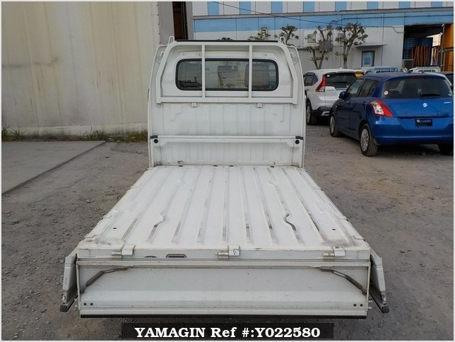 It is a picture of the white suzuki carry  truck in 2003,Sub Photo 4 Stock No.Y022580