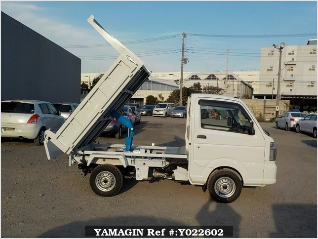 It is a picture of the white suzuki carry dump in 2019,Sub Photo 0 Stock No.Y022602