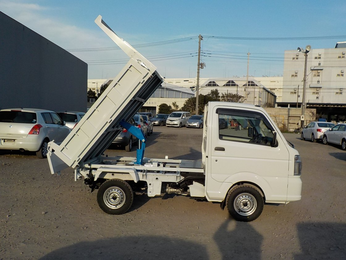 It is a picture of the white suzuki carry dump in 2019,First Photo Stock No.Y022602