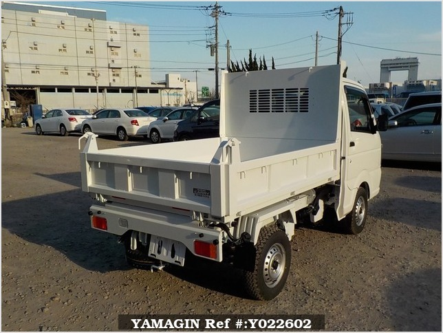 It is a picture of the white suzuki carry dump in 2019,Sub Photo 3 Stock No.Y022602