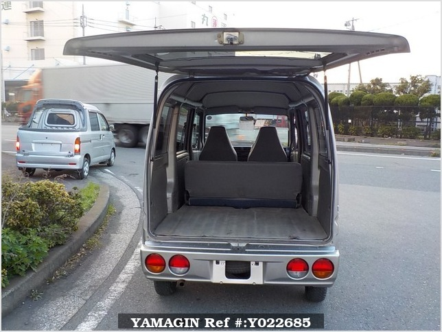 It is a picture of the silver mitsubishi minicab passenger van in 2000,Sub Photo 4 Stock No.Y022685