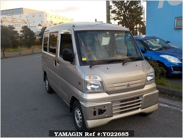 It is a picture of the silver mitsubishi minicab passenger van in 2000,Sub Photo 0 Stock No.Y022685